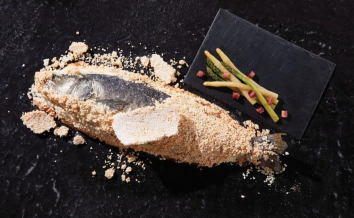 Bar de ligne en croute de sel